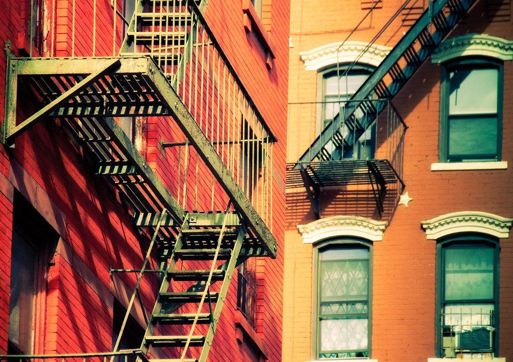 מדרגות חירום בניו יורק