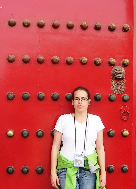דלת אדומה בעיר הטסורה בבייג'ינג