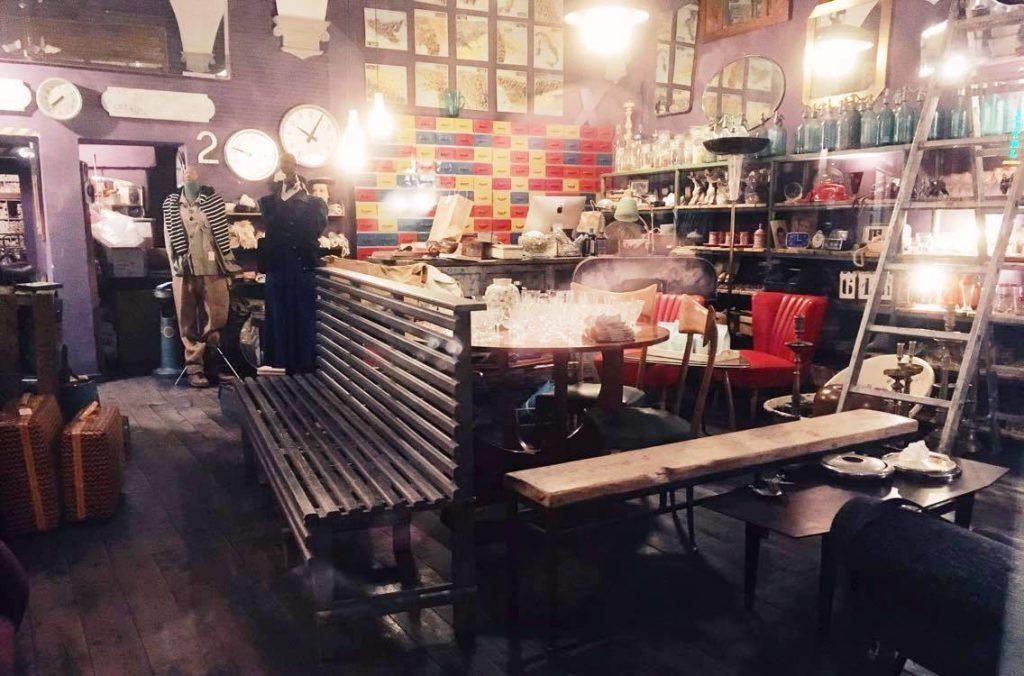 חנות לעיצוב ווינטג׳. יש אוסף ענק של טפטים לקירות