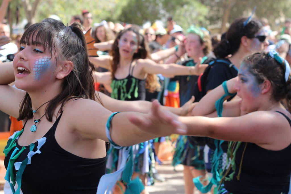 ריקודים בעדלאידע שדה בוקר