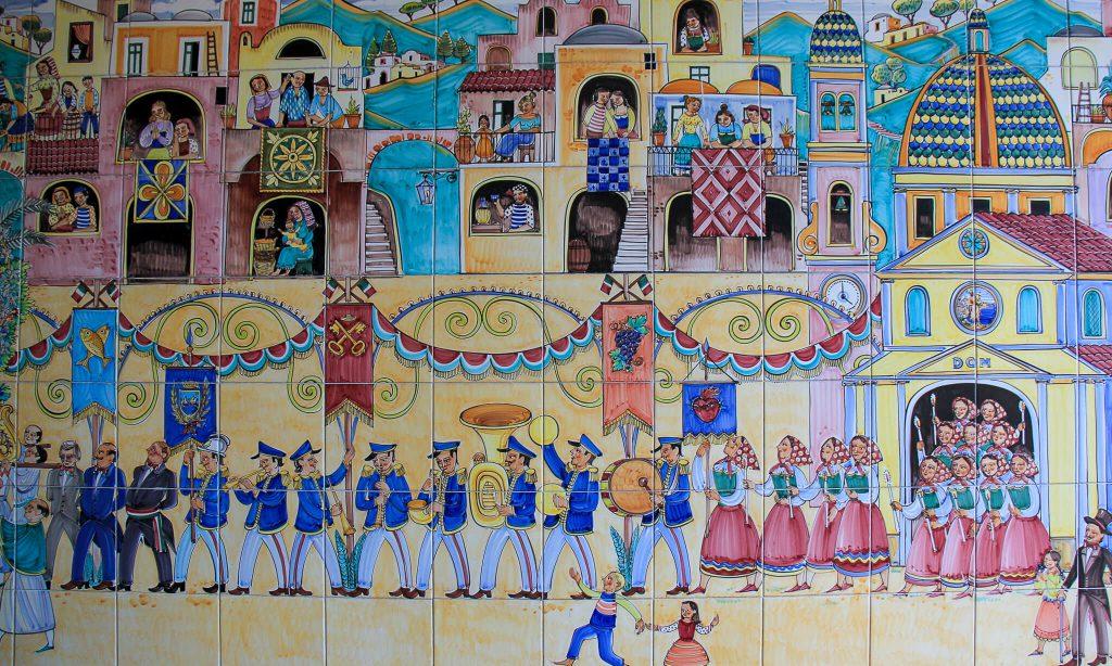 חגיגות הכפר מצוירות על אריחים בויאטרי סול מארה