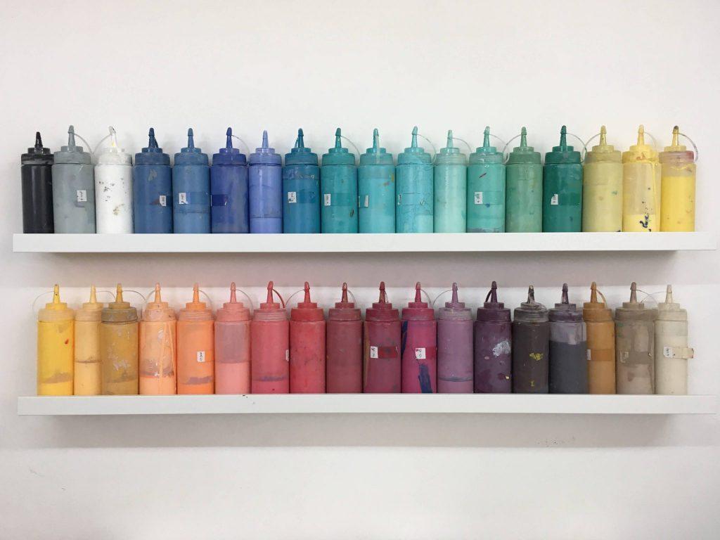 בקבוקי צבע