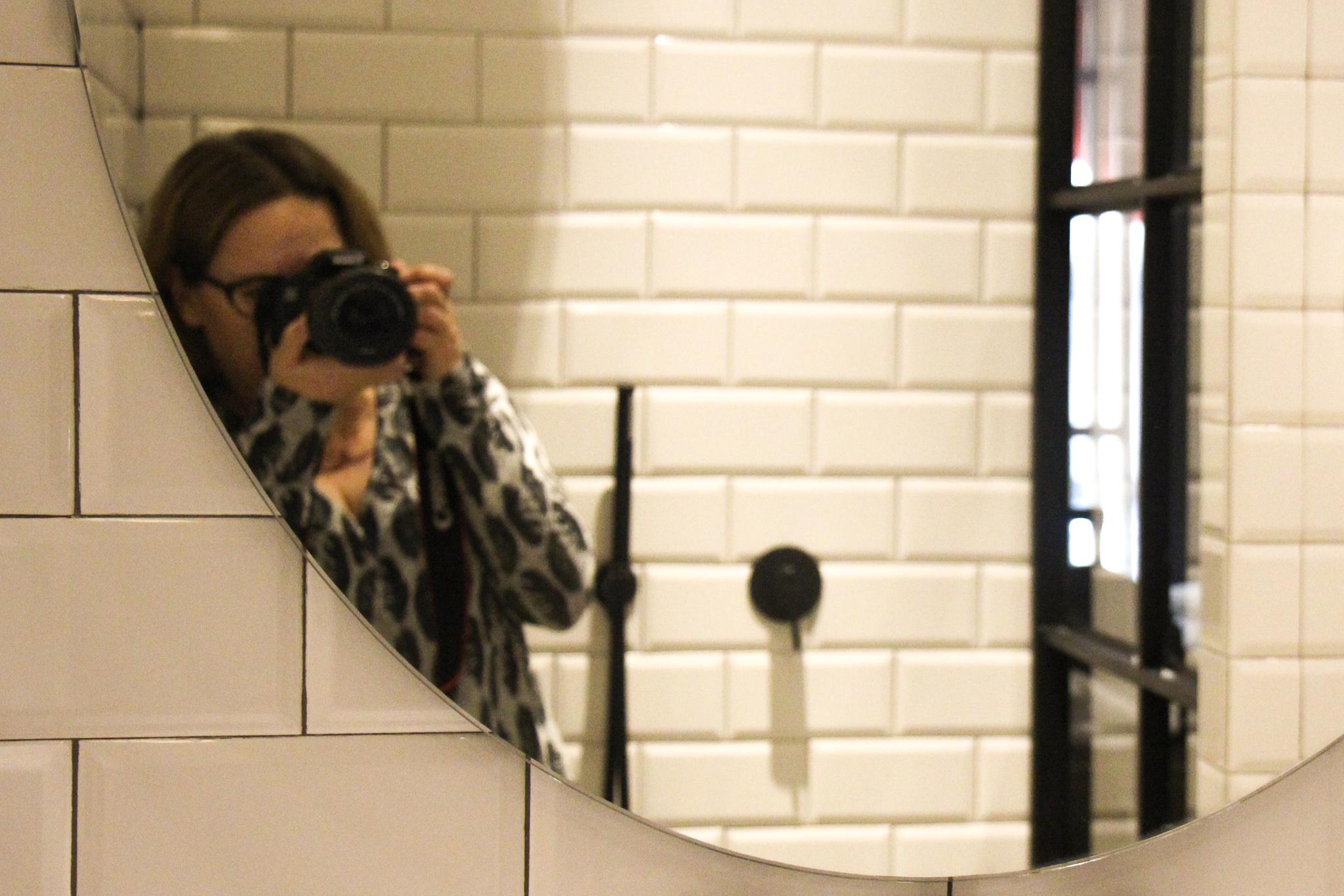 אני מצלמת במלון באתונה