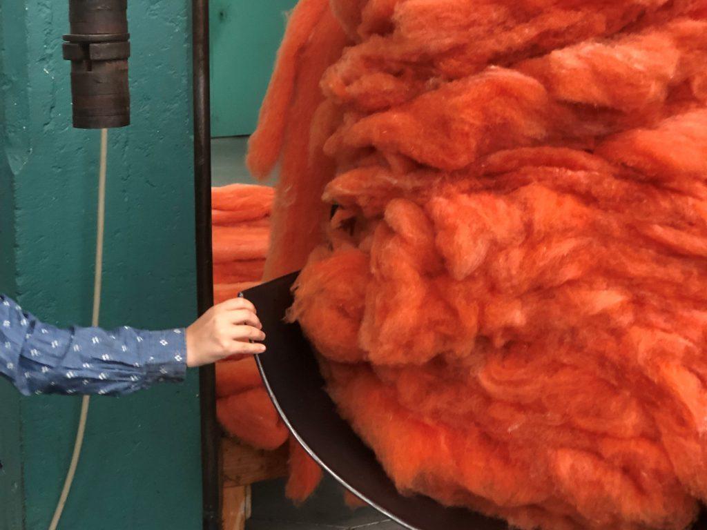 צמר במשקל במפעל הצמר בפורטוגל